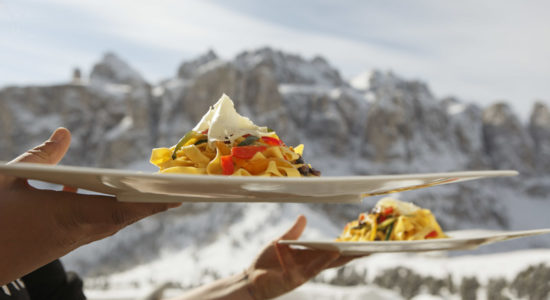 Fun and recreation are part and parcel of a winter holiday in the Gardena Pass, where you can enjoy sumptuous culinary specialties on the wide, sunny terraces at the mountain shelters and Alpine huts.